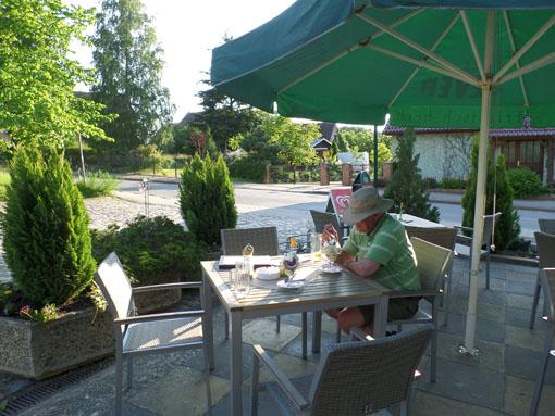 """Toetje na het diner in """"Das Kaminhaus"""" in Wüstrow. Het was er druk en we kregen een drankje van het huis als compensatie voor het lange wachten."""