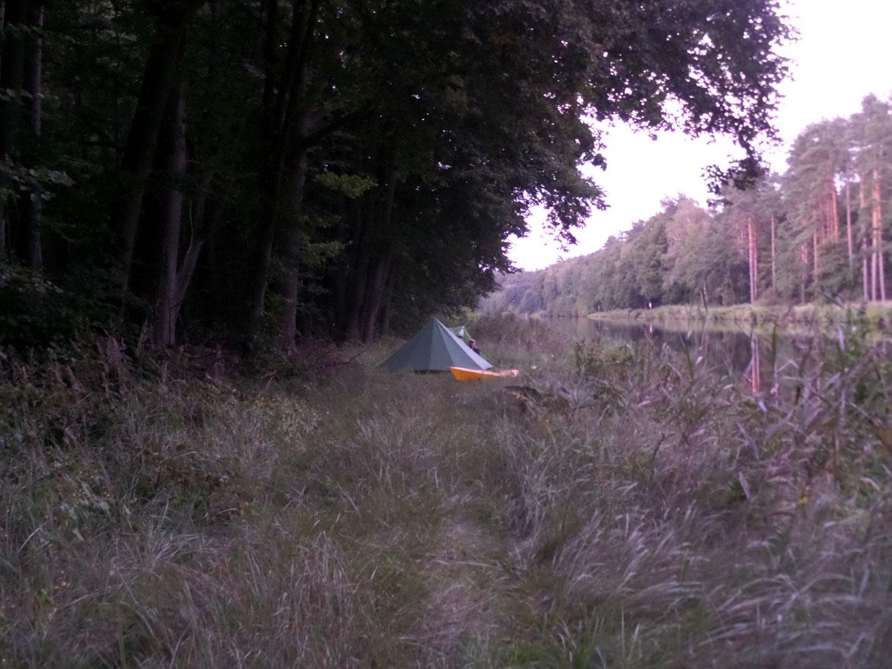 Aan de westoever van het Oder-Havel Kanal tussen km-aanduiding 34 en 35